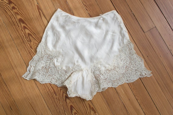 1930's silk tap pants / shorts / bloomers / linger