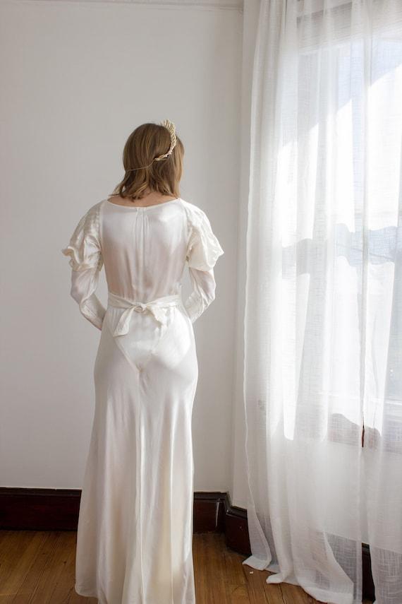 1930's Satin Art Deco Wedding Gown / mutton sleev… - image 6