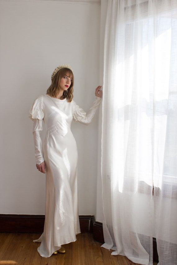 1930's Satin Art Deco Wedding Gown / mutton sleev… - image 7