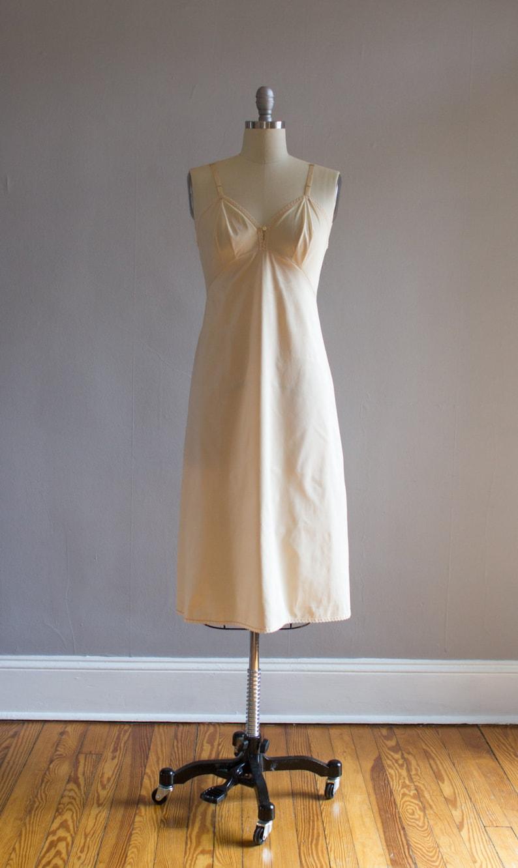 Vintage Nude Slip  Full Slip  Size S  34 Bust