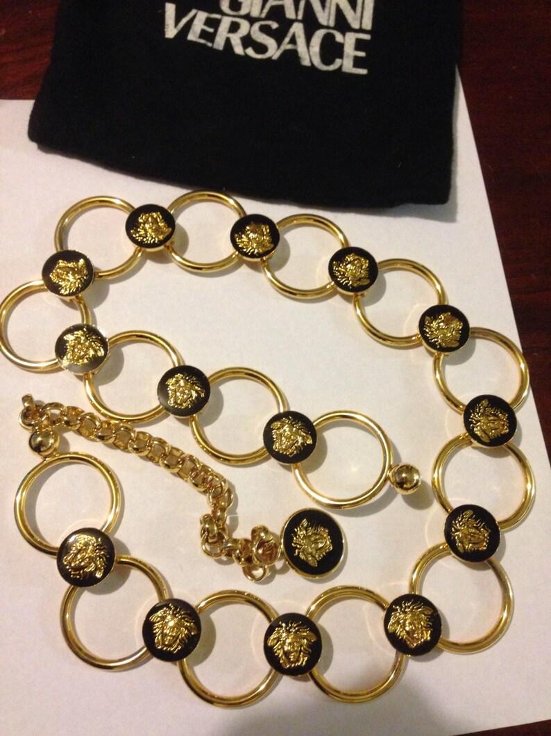 051149b1a7a7 Hermosa Vintage dorado y negro esmalte Gianni Versace