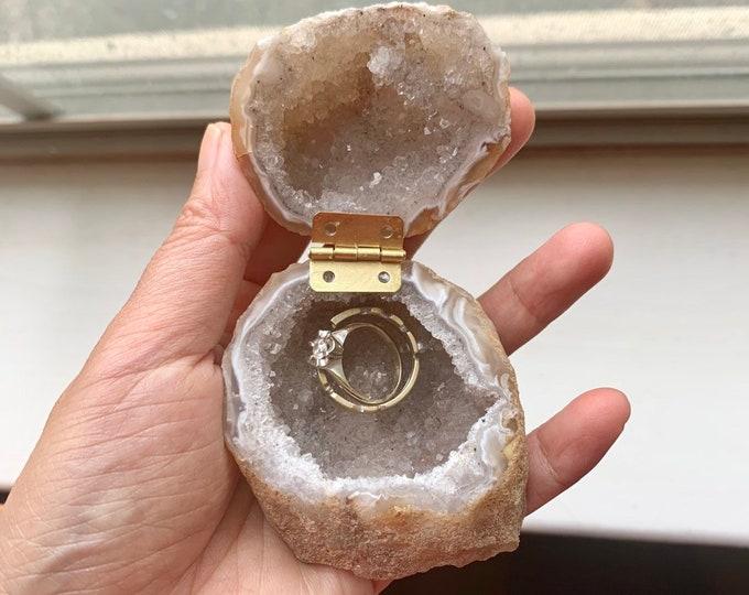 Geode Jewelry box/Geode Ring Box/ Wedding Ring Box/ Engagement Ring Box/ Crystal jewelry box