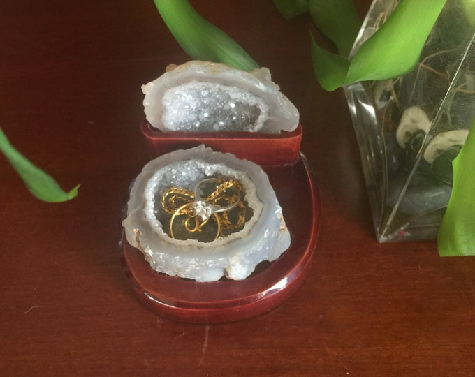 Geode Jewelry box/Nature Geode Ring Box/ Wedding Ring Box/ Engagement Ring Box/ Crystal jewelry box