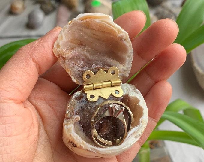 Geode Jewelry box/Polished Geode Ring Box/ Wedding Ring Box/ Engagement Ring Box/ Crystal jewelry box