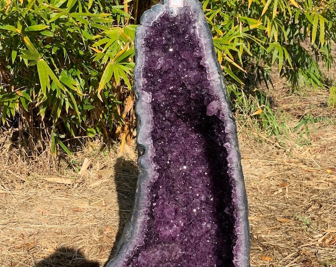 31.8 kilos /70 LBs Very LARGE Grade AAA Deep Purple Brazilian Amethyst Cathedral/Church