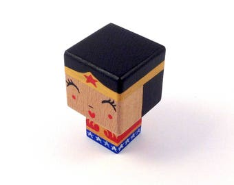 "Magnet figurine cubic superheroine ""Wonderwoman"""