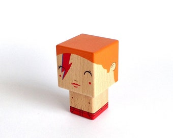 "Wooden decorative ""Bowie"" Aladdin Sane version cubic figurine"