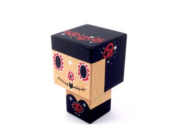 "Cubic decorative figurine ""Calavera"" black and Red wooden - Crown skull - hand painted."