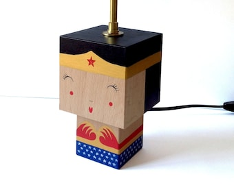 "Cubic Figurine ""Wonderwoman"" lamp"