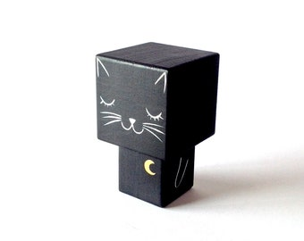 "Cubic wooden decorative ""black cat"" figurine"