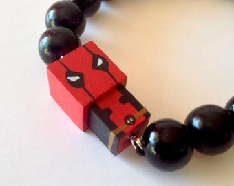 "Lacquered wood pearls bracelet ""Deadpool"""