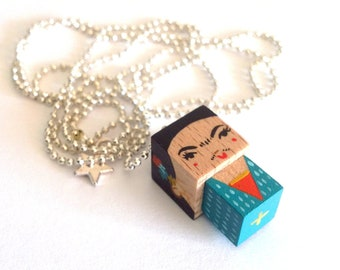 "Chain necklace bead cubic figurine ""Frida"" - pink or Blue Version"