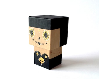 "Cubic decorative ""Calavera"" black and gold wooden cutout"