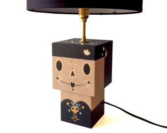 """Calavera"" black and gold cubic Figurine lamp"