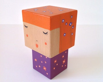 Figurine Kokeshi cubic orange + purple flowers - size M