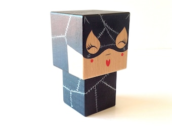 """Superhero """"Catwoman"""" (size M or L) cubic figurine - hand painted"""