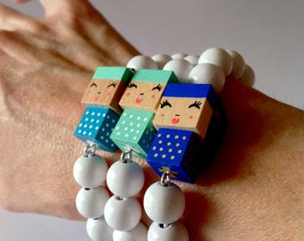 "Lacquered wood pearls bracelet ""doll"""