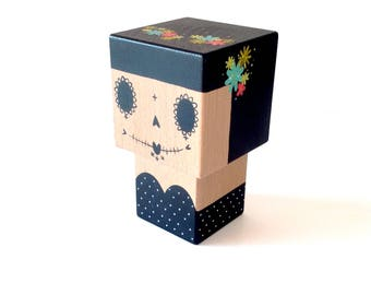 "Cubic figurine decorative ""Calavera"" black and white Crown (M size) multicolored flowers - hand-painted"