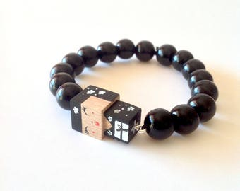 "Lacquered wood pearls bracelet ""Kokeshi"""