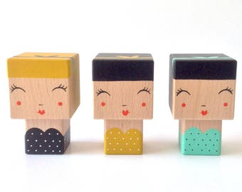 "Figurine cubic Kokeshi ""Pin-up"" retro style strapless dress with polka dots + headband - hand painted"