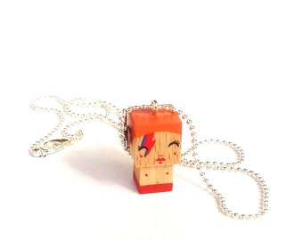 "Cubic figurine ""Bowie"" Aladdin Sane pendant ball chain necklace"