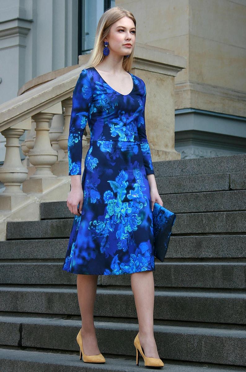 524d86c92f4 Robe bleue robe fleurie robe Midi longueur aux genoux Plus