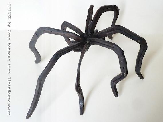 Spider, Sculpture, Metal art, Insect, Steel, Animal, Fear, Arachnophobia, Horse shoe, Table top sculpture, Cosé Manzano, KleinManzano