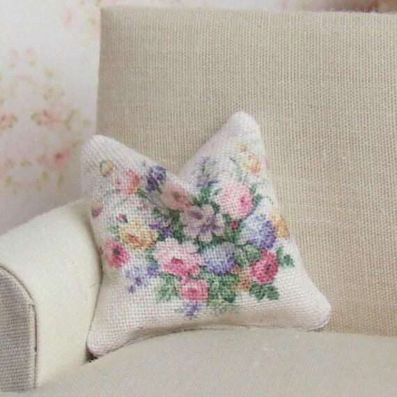 1//12th scala casa delle bambole cuscini Nero /& Bianco Design floreali