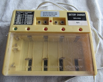 Vintage Battery charger Model WN-808 vintage Electronic device Electronics Retro Gadget battery charger for different sizes