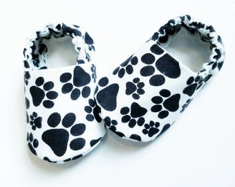 Baby Booties, Baby Gifts, Animal baby slippers, Fabric Baby shoes, Cat Baby shoes, Baby Shower, Puppy Baby Shoes, Dog slippers, paw print