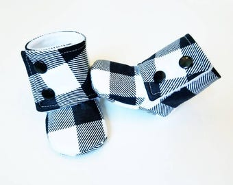 Plaid Baby Booties, Baby Gift, Stay-on Boots, Fabric Baby Boots, Buffalo Plaid Baby Boots, Plaid Stay-on Booties, black and white Baby Boots
