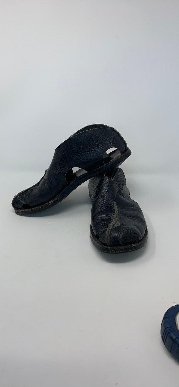 Cydwoq handmade black pebbled leather shoes