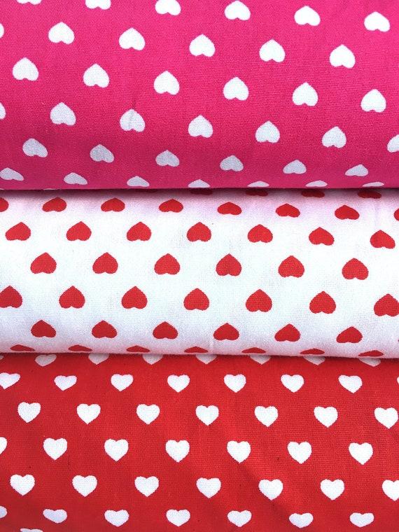 100/% Cotton Poplin Fabric Price per metre Ditsy White Love Hearts on Red