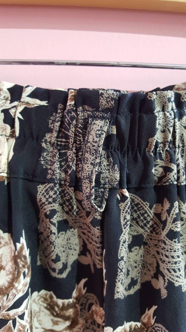 Vintage 1990s Floral Rose Lace Print Paisley High Waisted Culottes Shorts Skirt Skort Brown Grey Black Small 8-10