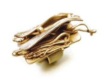 Ormolu pleated movement ring