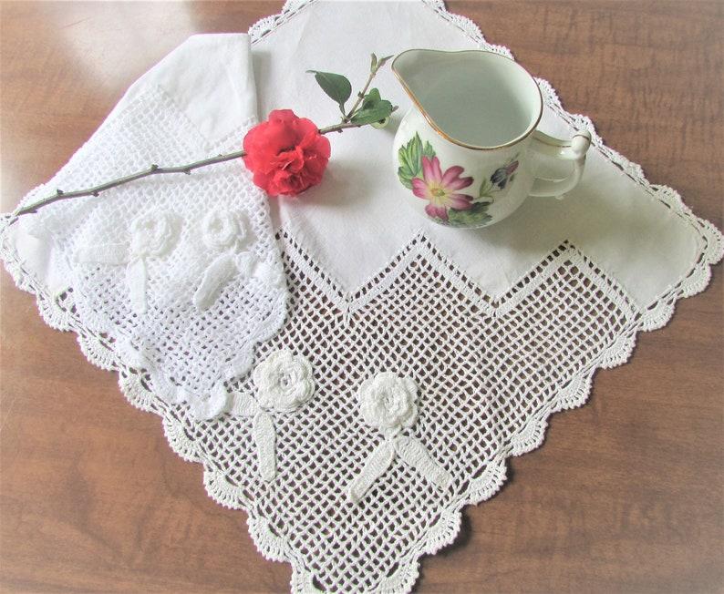 VINTAGE HandMADE CROCHET Flower ECRU RECTANGLE DOILY table Small