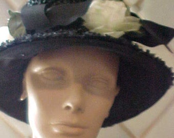 Vintage Black Straw Hatwith Four White Roses and Bl Ribbon  H57