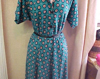 Vintage 70s  Green Print   shirtwaist Dress, S14, Leslie   Fay     #3609