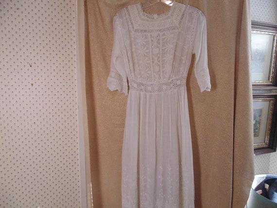 """Antique White Cotton Lace Dress, Bust 32""""   #9182"""