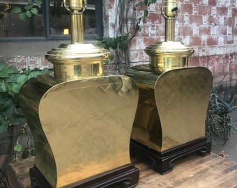 Matching Pair of Hollywood Regency Chinoiserie Brass Ginger Jar Weave Pattern Lamps on Wooden Chinese Style Bases