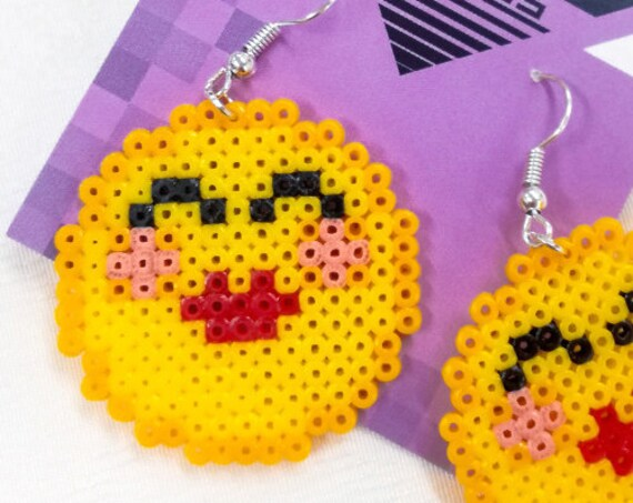 Kiss-Kiss emoticon earrings