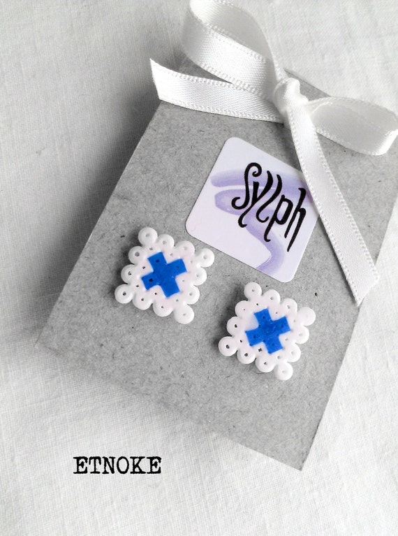 Stud earrings made of Hama Mini Beads - Etnoke (white)