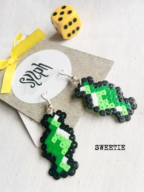 Green and pastel 8bit Sweetie pixelart earrings with a retro vibe made of Hama Mini Perler Beads, perfect for candy fans!