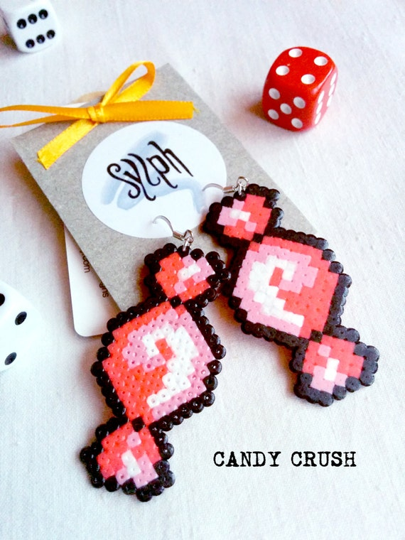 Sweet pixelart Candy Crush earrings in pink with a pixelated retro feel made of Hama Mini Perler Beads, perfect for those sugarlovers!