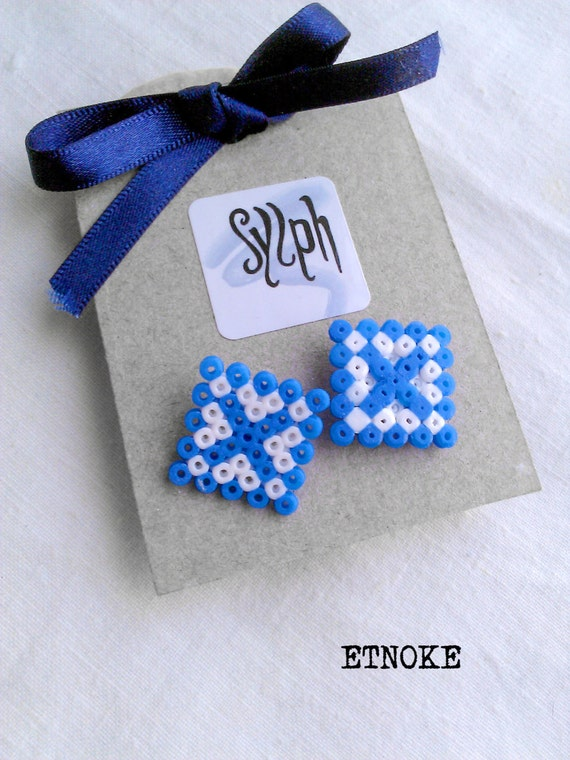 Stud earrings made of Hama Mini Beads - Etnoke (blue)