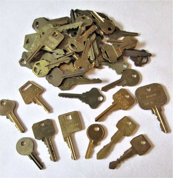 50 Assorted Vintage Brass Keys for your Collections - Steampuk Art - Jewelry Making and Etc.. Stk# 469