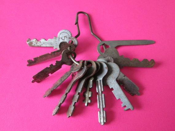 12 Assorted Original Vintage Keys for your Projects, Steampunk Art, Jewelry Making, Crafts and etc...
