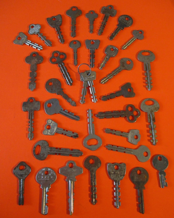 35 Assorted Rusty & Dusty Vintage Steel Keys for your Collections - Steampunk Art - Stk# K88