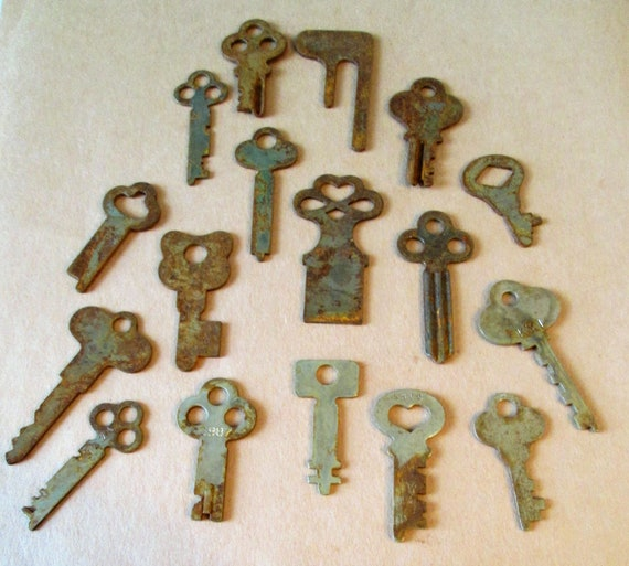 17 Original Antique Rusty & Dusty Keys for your Projects - Steampunk Art and etc...