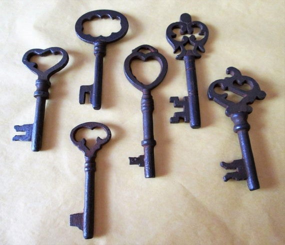 Set of 6 New Fancy Antique Style Cast Metal Reproduction Furniture and Door Keys